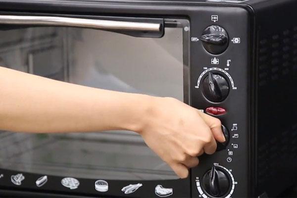 Tại sao cần làm nóng lò nướng trước